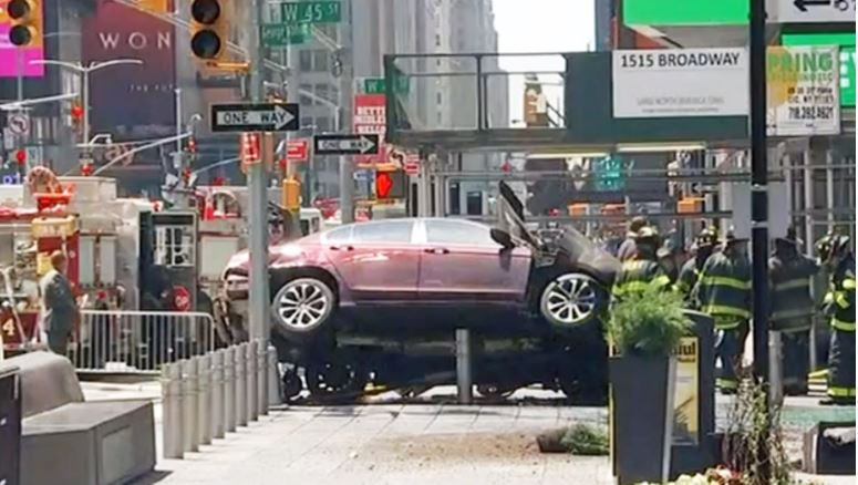 A car struck multiple pedestrians in New York's Times Square / CBS NEW YORK