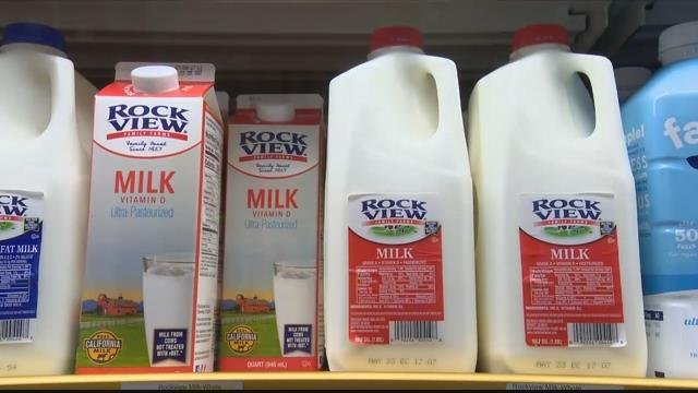 More and more people are ditching low-fat dairy products and choosing whole milk instead. (CBS News photo)