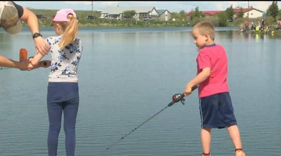 Fishing lessons (MTN News photo)