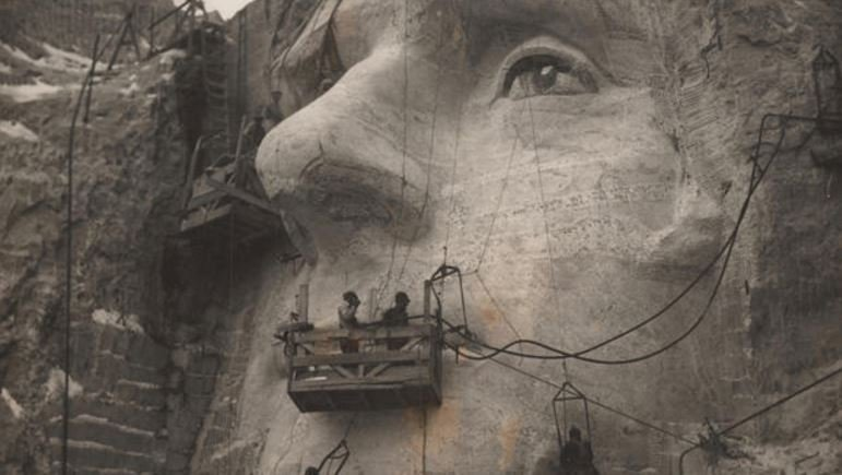 Chief carver Luigi Del Bianco oversees work on Mount Rushmore. (DEL BIANCO FAMILY)