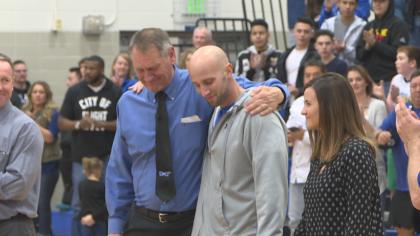 Deputy Jeff Pelle honored at Longmont High School. (credit: CBS)
