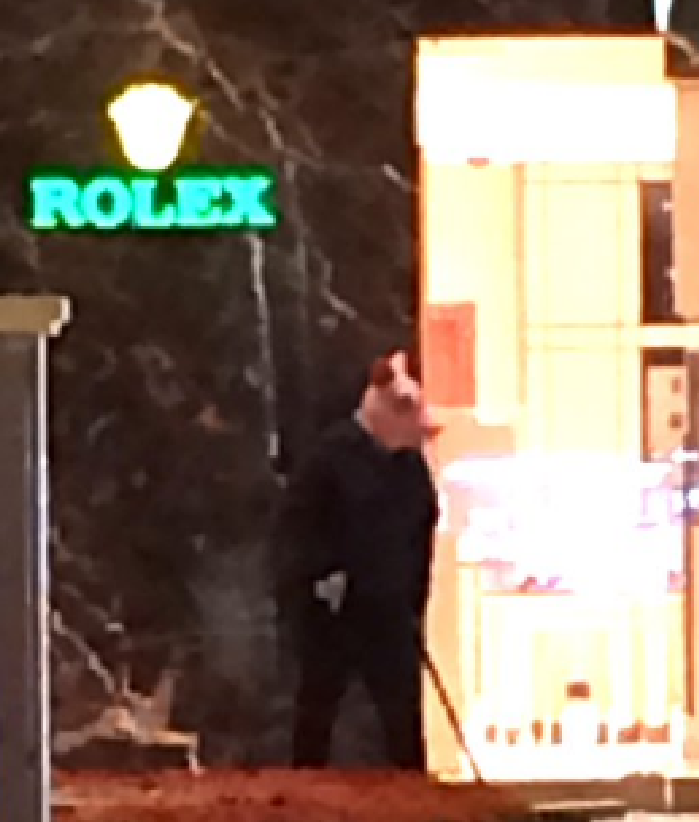 Pig masked man among burglars to hit bellagio jewelry for Jewelry jobs las vegas